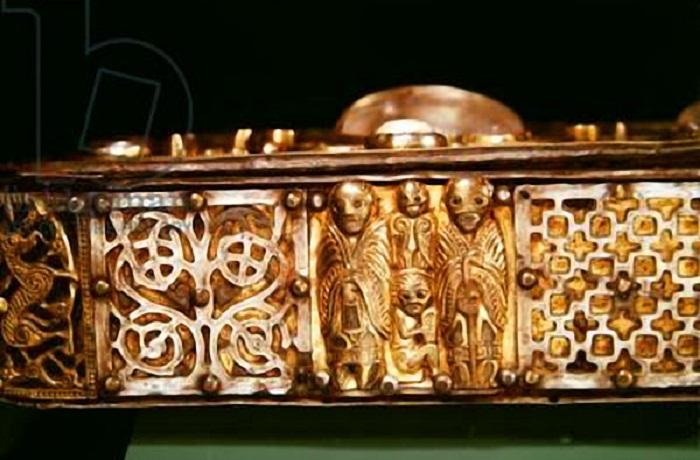 Ирландский религ.манускрипт 750 г. Вид сбоку