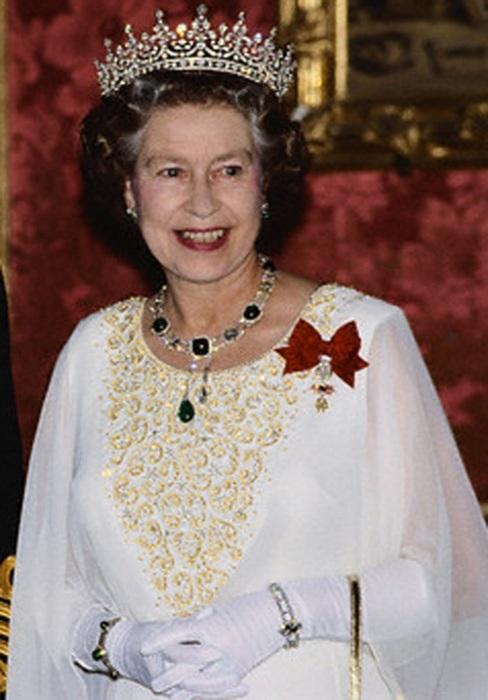 Елизавета II в любимой тиаре