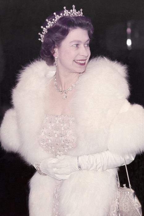 Свадебная тиара на голове Елизаветы II