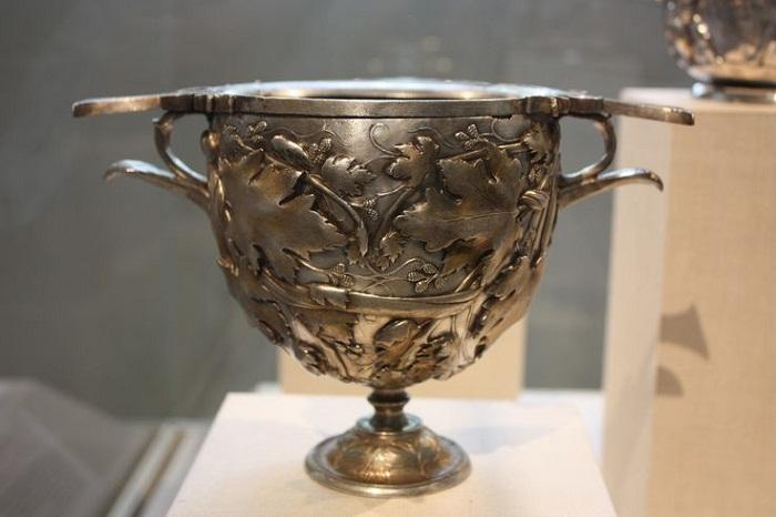 Прекрасный кубок 1 в. до н.э. из собрания нью-йоркского Метрополитена