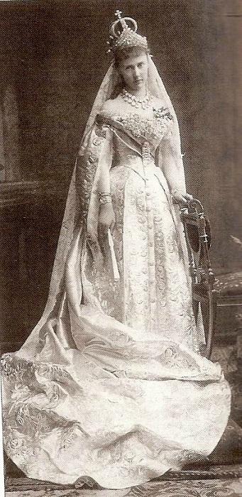 Немецкая принцесса Элизабет Огюст Мари Агнес Saxe-Альтенбурга, российская великая княгиня Елизавета Маврикиевна, супруга российского великого князя Константина Константиновича 1884 год