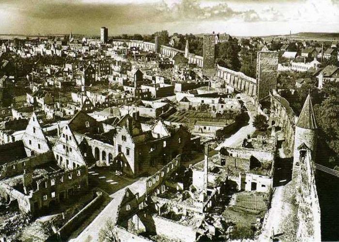 Ротенбург-на-Таубере после бомбардировки, 1945 год