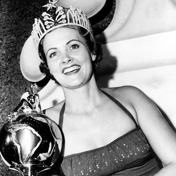 Мириам Стивенсон, США. «Мисс Вселенная — 1954». 21 год, 176 см