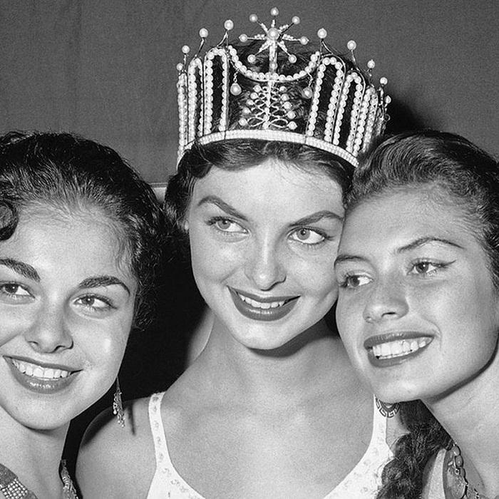 Гладис Сендер, Перу. «Мисс Вселенная — 1957». 19 лет, 170 см