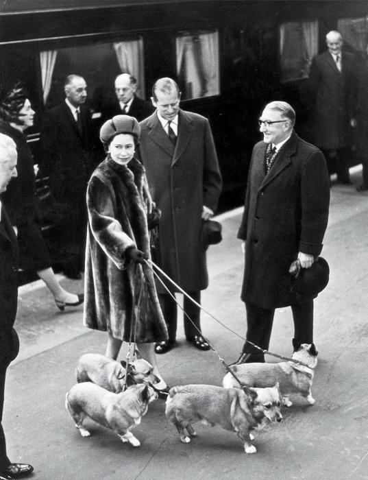 Королева и принц Филипп на станции Ливерпуль-Стрит, Лондон, 1968 год