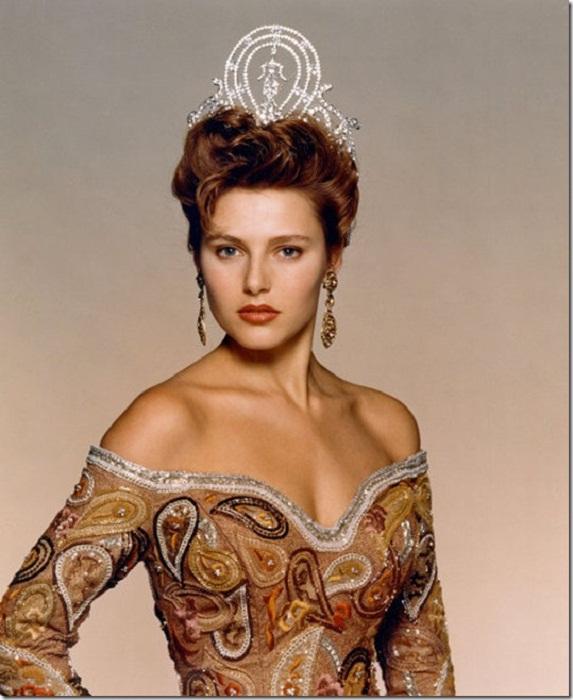 Мона Грудт (Норвегия) - Мисс Вселенная 1990. Рост 178 см. Параметры фигуры 92-60-93.