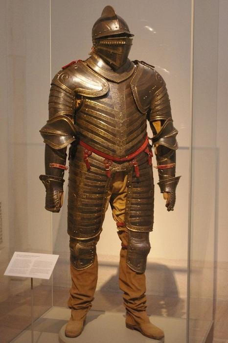 Доспехи Генриха VIII Английского 1544 год из Метрополитен-музея в Нью-Йорке