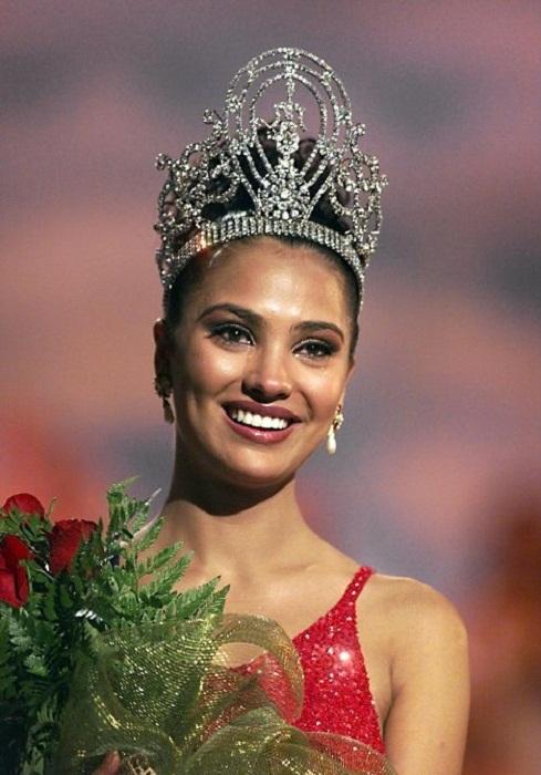 Лара Датта, Индия. Мисс Вселенная-2000  22 года, рост 173 см