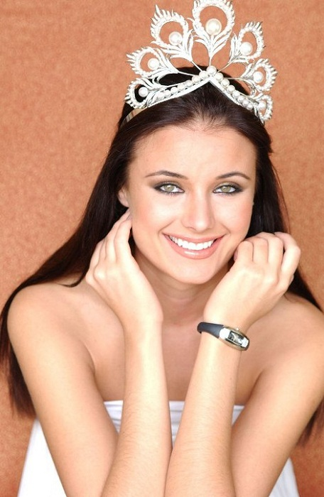 Оксана Фёдорова, Россия. Мисс Вселенная-2002  24 года, рост 178 см