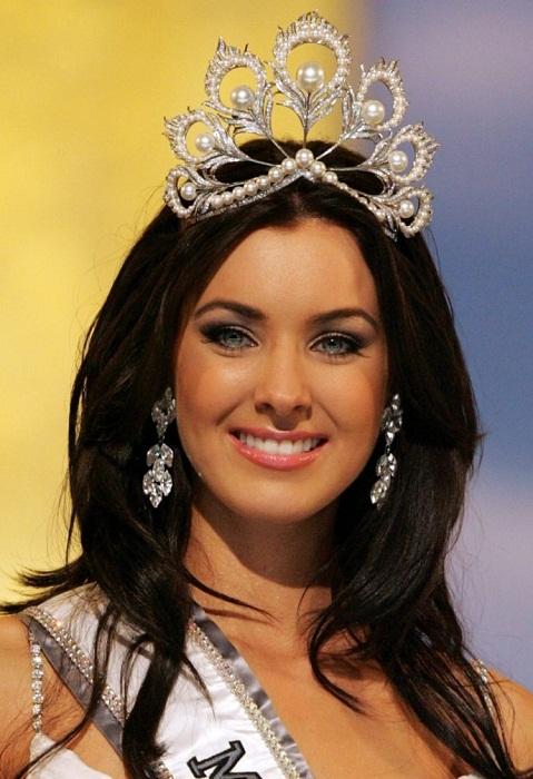Наталья Глебова, Канада (родом из города Туапсе Краснодарского края). Мисс Вселенная-2005  24 года, рост 180 см