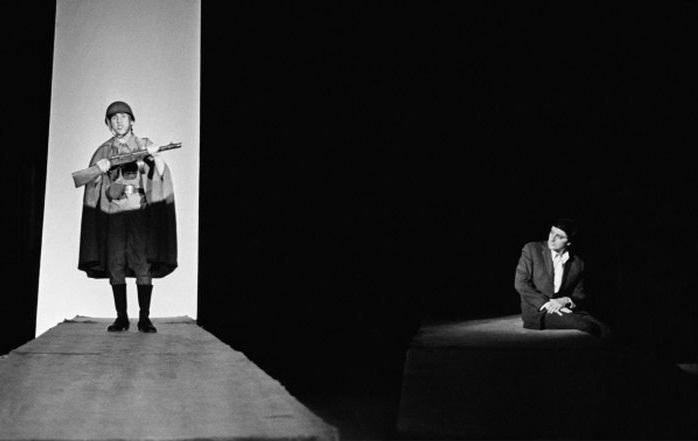Высоцкий в спектакле «Павшие и живые» на Таганке
