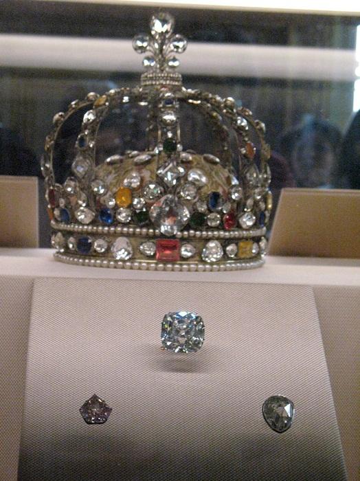 Корона Людовика XV и ее алмазы.