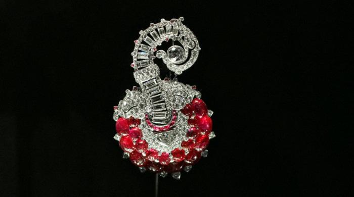 Брошь или украшение для шляпы с рубинами и бриллиантами в платине. Франция,1935 год?