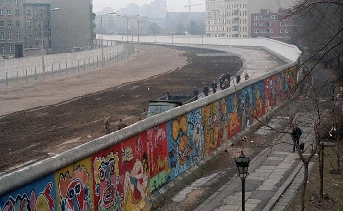 Вид на стену со стороны Западного Берлина, 1986