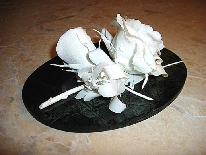 Букет бисквитных цветов на яшме. 2004 год
