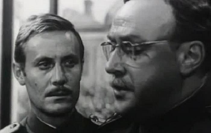 Кадр из фильма «Адъютант его превосходительства». Генерал Ковалевский и его адъютант Павел Кольцов
