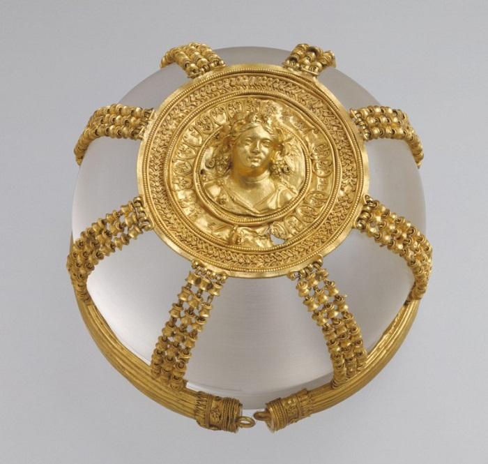 Сетка с изображением менады. II в. до н. э.