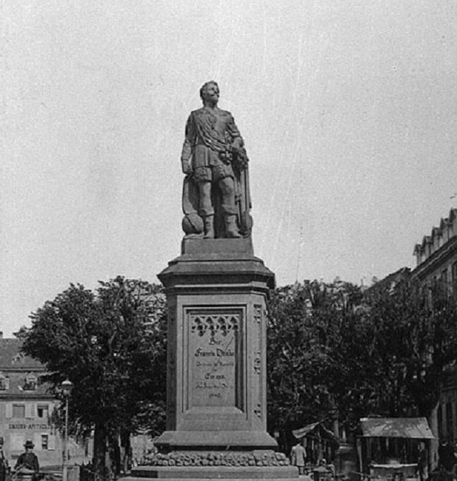 Памятник Фрэнсису Дрейку