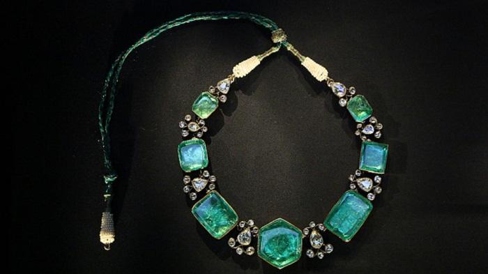 Колье из серебра и золота с изумрудами и бриллиантами (1900?)