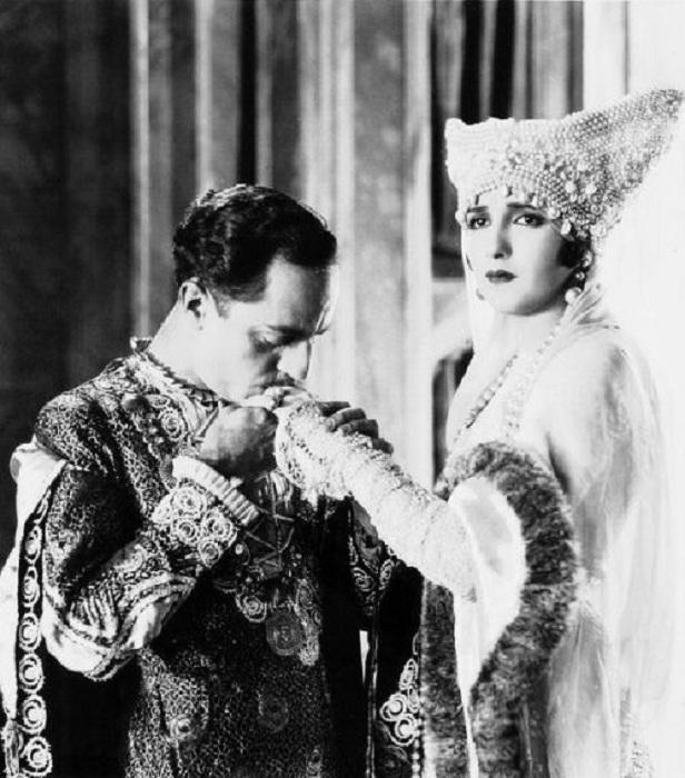 Уильям Пауэлл и Биби Даниелс. Dangerous Money, 1924