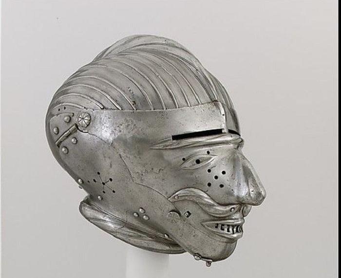 Немецкий (Нюрнберг) или австрийский (Инсбрук), 1520-25  Армэ с забралом-маской. Инсбрук или Нюрнберг. Вес 3,23 кг. Около 1520-1525 гг.