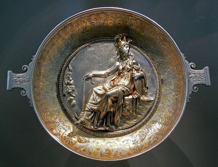 Серебряная чаша с Афиной (Минервой), из Гильдесгеймского клада, I век до н.э.  Античное собрание, Берлин.