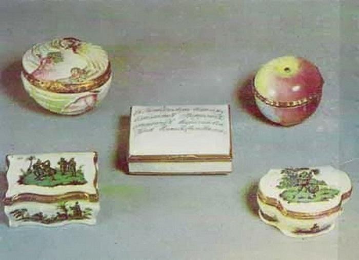 Табакерки порцелиновой мануфактуры. Мастер Д.И. Виноградов.