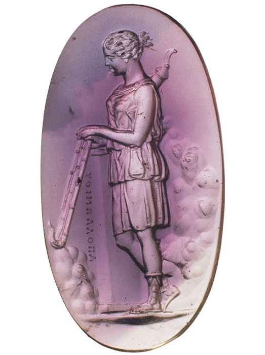 Артемида с факелами. Инталия.  Аметист. 2-я половина I в. до н. э.  Мастер Аполлоний. Неаполь, Национальный археологический музей