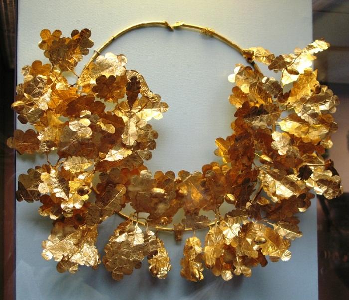 Венец македонских правителей, выполненный из скифского золота. Технологию изготовления не могут повторить до сих пор