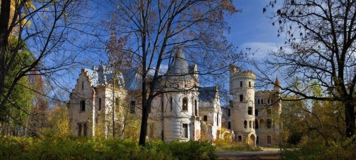Загадочный готический замок в муромских лесах