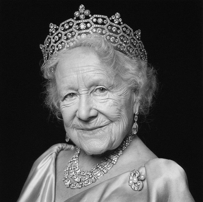 Королева-мать в свой 100-летний юбилей в бриллиантах, унаследованных от Маргарет Гревилл
