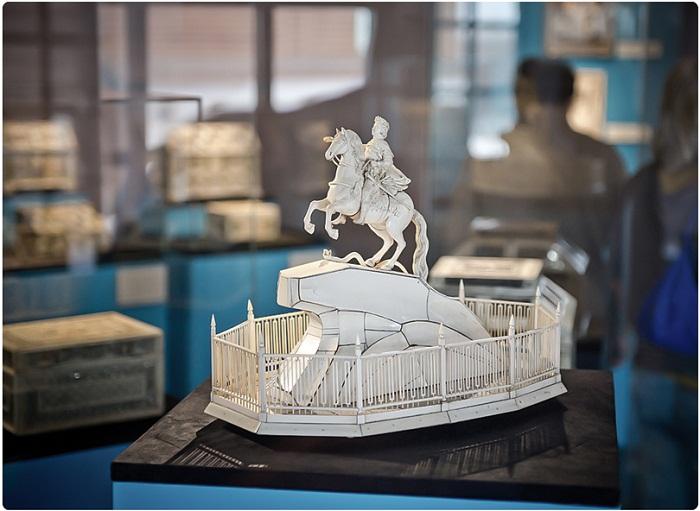 Конная скульптура Петра Великого