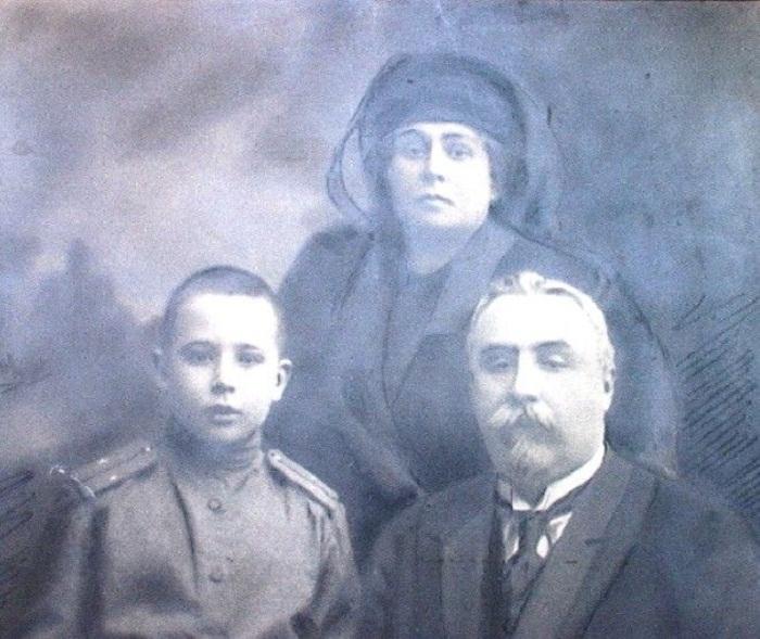 Последние годы на родине Фото с супругой Зинаидой Александровной и младшим сыном Николаем