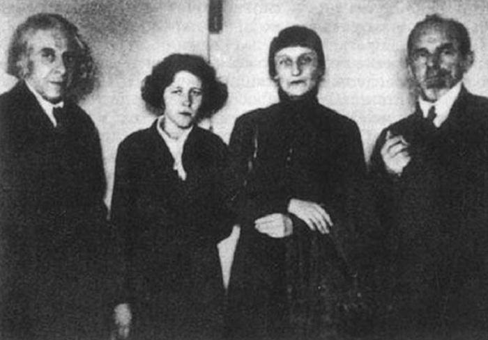 Г.Чулков, М.Петровых, А.Ахматова, О.Мандельштам. 1933 г