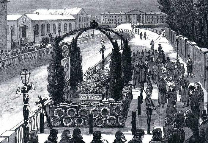 Временный памятник на месте гибели царя