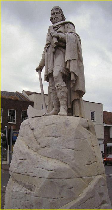 Статуя святого Альфреда Великого в Уонтидже