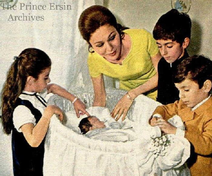 Фарах со своими детьми