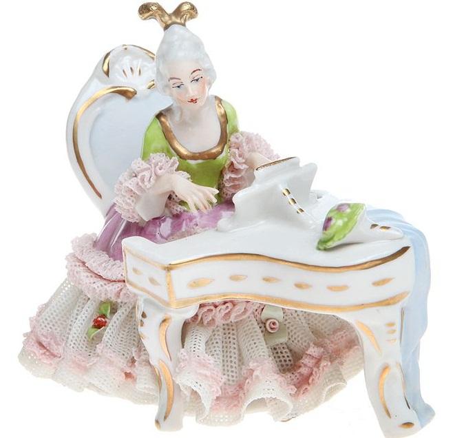 Статуэтка «Дама за роялем». Ажурный фарфор, роспись, золочение, глазуровка. Dresden. Германия, 1930-е гг.