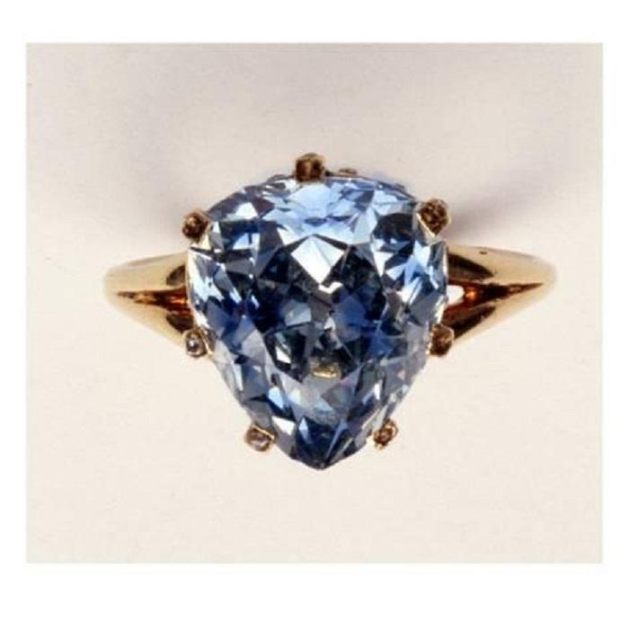 Голубой бриллиант Марии Антуанетты,  весом 5,64 карата, вырезанный в форме сердца