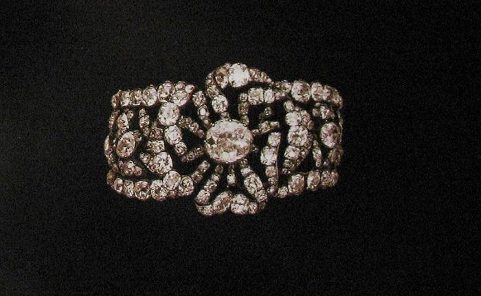 Один из двух бриллиантовых браслетов эпохи Екатерины II