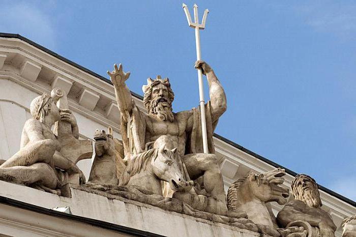 Скульптура Нептуна на здании Биржи