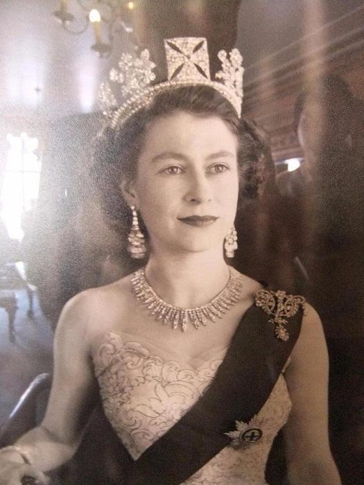 Елизавета II и диадема Георга VI