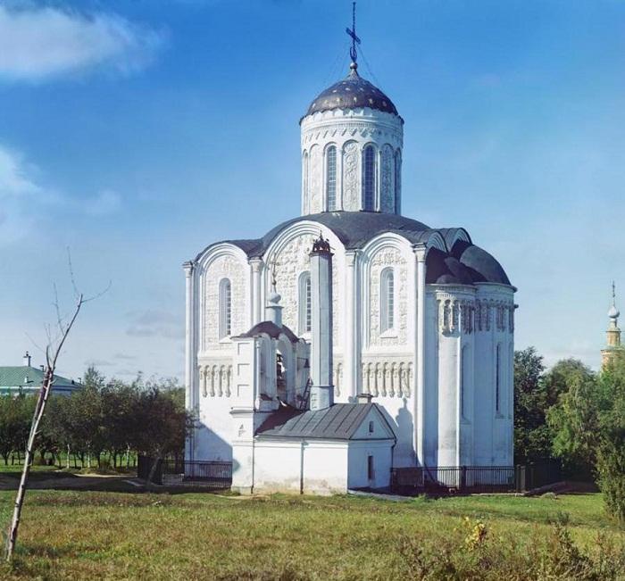 Владимир. Дмитриевский собор с юго-востока. Прокудин-Горский 1911 г.