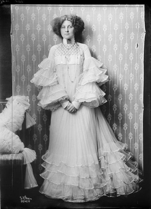 Эмилия Флёге в платье дизайна Густава Климта. 1906 год