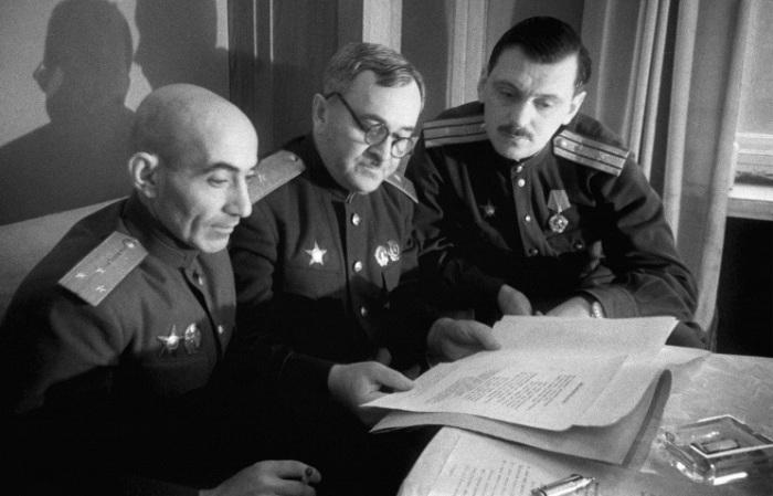 Авторы Государственного Гимна за работой.