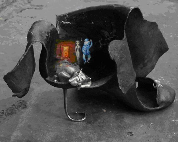 Вторая скульптура из пары в сюрреалистическом стиле с элементами символизма «Избавление». 2017 г.  Первая скульптура была закончена в 2005 году и находится в частном собрании во Франции (Yvon Rautureau «Jean baptiste rautureau»). Техники исполнения: кузнечные работы (ковка), ювелирные работы (литье, полирование, монтаж), роспись , фюмаж, японское плетение шнура кумихимо. Материалы: металл (сталь, олово, серебро), масляные краски, яичная темпера, лак, карнаубский воск, нити х/б .