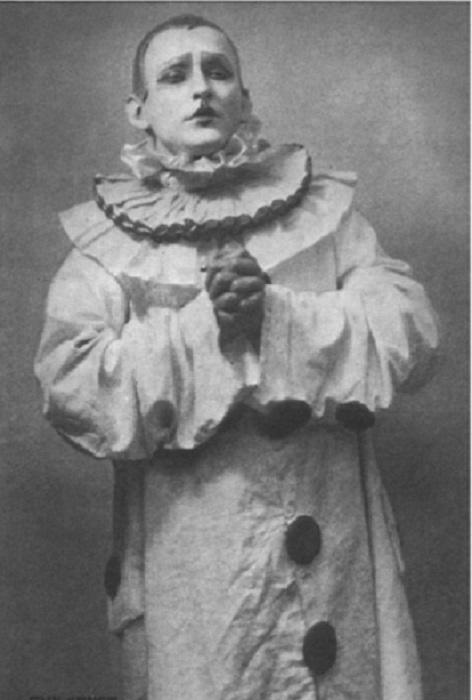 Вертинский в образе Пьеро