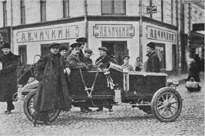 Магазин Чичкина на углу Пречистенского бульвара и М.Афанасьевского переулка. Летучий отряд ревизоров