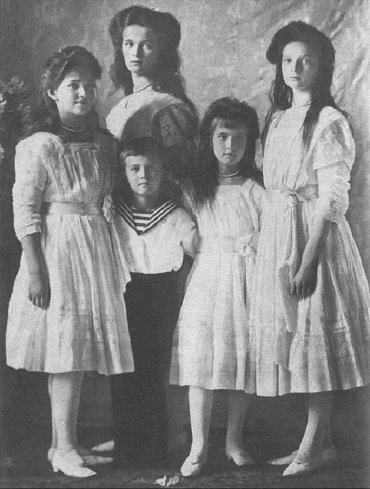 Общие правнуки Александра II и королевы Виктории: Великие Княгини Ольга, Татьяна, Мария, Анастасия и Царевич Алексей