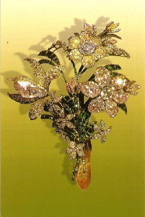Большой букет Бриллианты, изумруды, золото, серебро 16 х 21 см Около 1760 г.